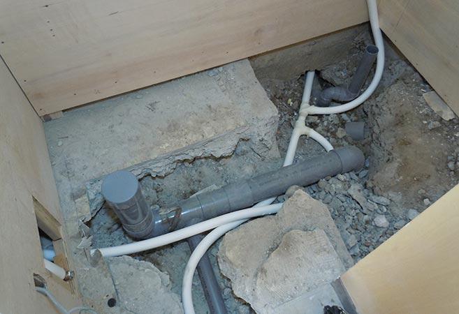 トイレ改修工事:施工中